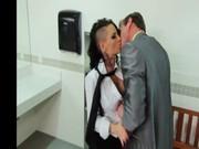 Christy Mack en el baño de la oficina
