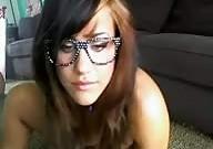 Chica emo con gafas