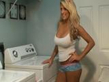 Coincido con mi vecina en la lavandería