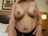 Madura de 59 años graba escena porno