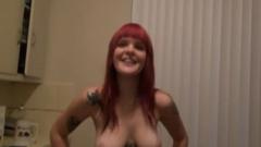 Mariah Mars cocinando desnuda